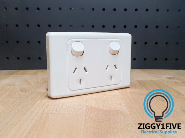 Clipsal Double PowerPoint 10A (2025-WE) SERIES 2000 | GPO Switched Socket- White