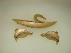 VINTAGE-1960-039-S-CROWN-TRIFARI-BRUSHED-GOLD-LEAF-PIN-BROOCH-amp-EARRINGS-SET