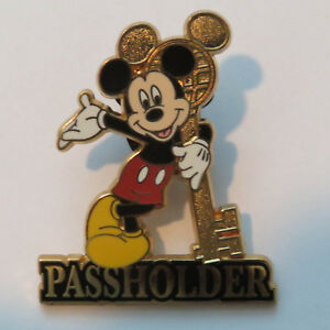 Disney-WDW-Annual-Passholder-Exclusive-2004-Mickey-Mouse-Pin