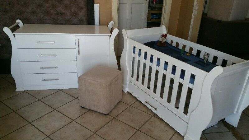 Sur 02  Baby  cot and compactum