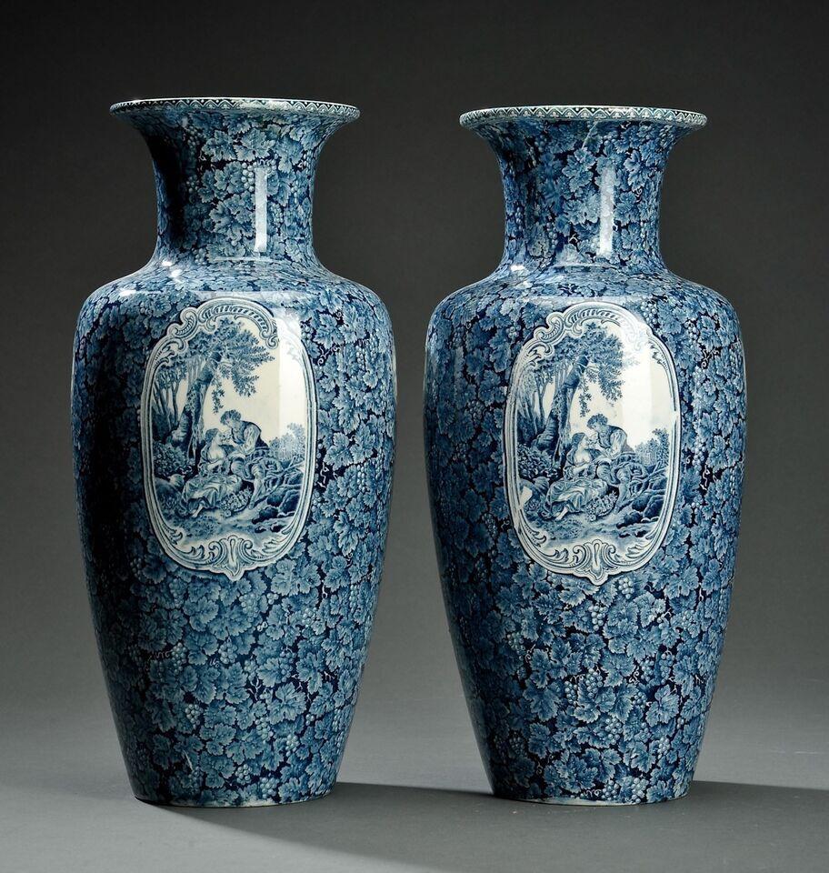 Et par identiske vaser, 120 år gl.
