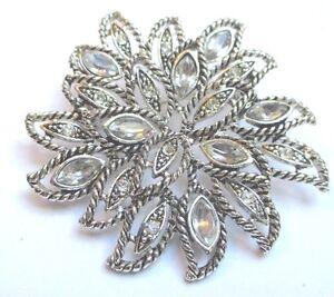 broche-bijou-vintage-couleur-argent-rosace-en-relief-cristaux-diamant-141