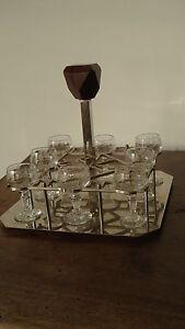 Rare cave à liqueur Art Déco métal chromé/palissandre 8 verres anciens soufflés - France - EBay Belle cave liqueur époque Art Déco métal chromé et palissandre+verres soufflés.Cette cave liqueur est ancienne, elle date de l'époque Art Déco. Elle est en métal chromé avec des petites oxydations, gouttes d'eau, marques de verres e - France