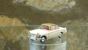 Classic VINTAGE CORGI N. 231 Triumph Herald Coupe in bianco e oro.