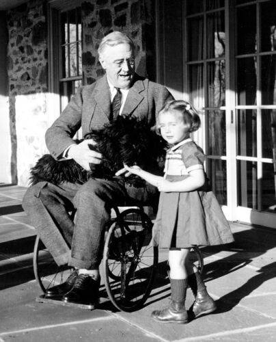 """Roosevelt with a little girl 8/""""x 10/"""" Photo 5 President Franklin D"""