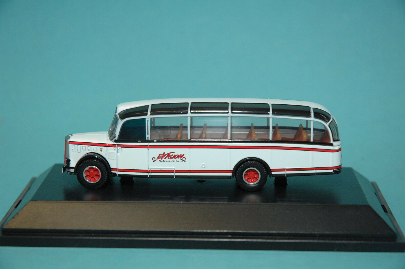 Schuco Edition 1 87 452600100 Saurer Alpine Bus IIIA Travel Bus Evasion NEW
