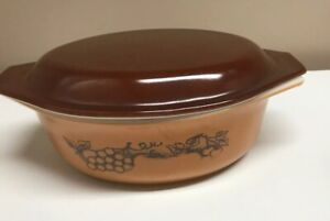 VTG PYREX OLD ORCHARD 1 1/2 QT, 1 Liter CASSEROLE BAKING DISH WITH BROWN LID 043