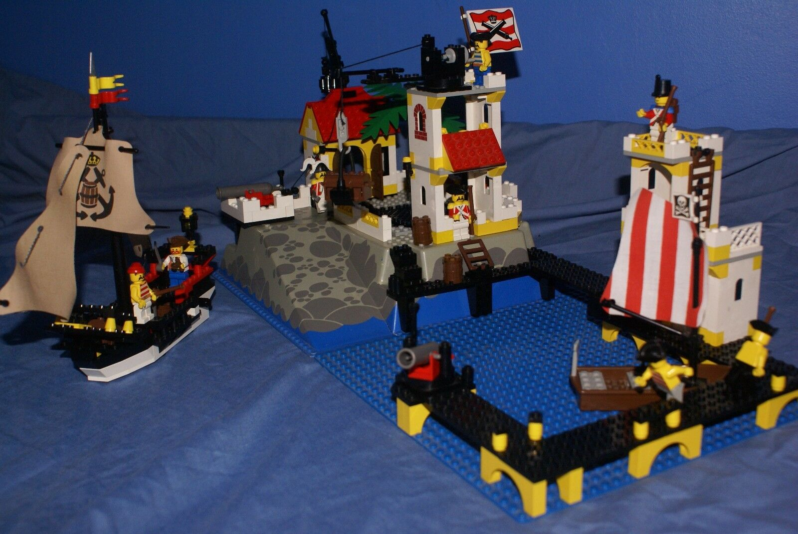 LEGO 6277 IMPERIAL GUARD TRADING POST WITH  PIRATES 100% COMPLETE