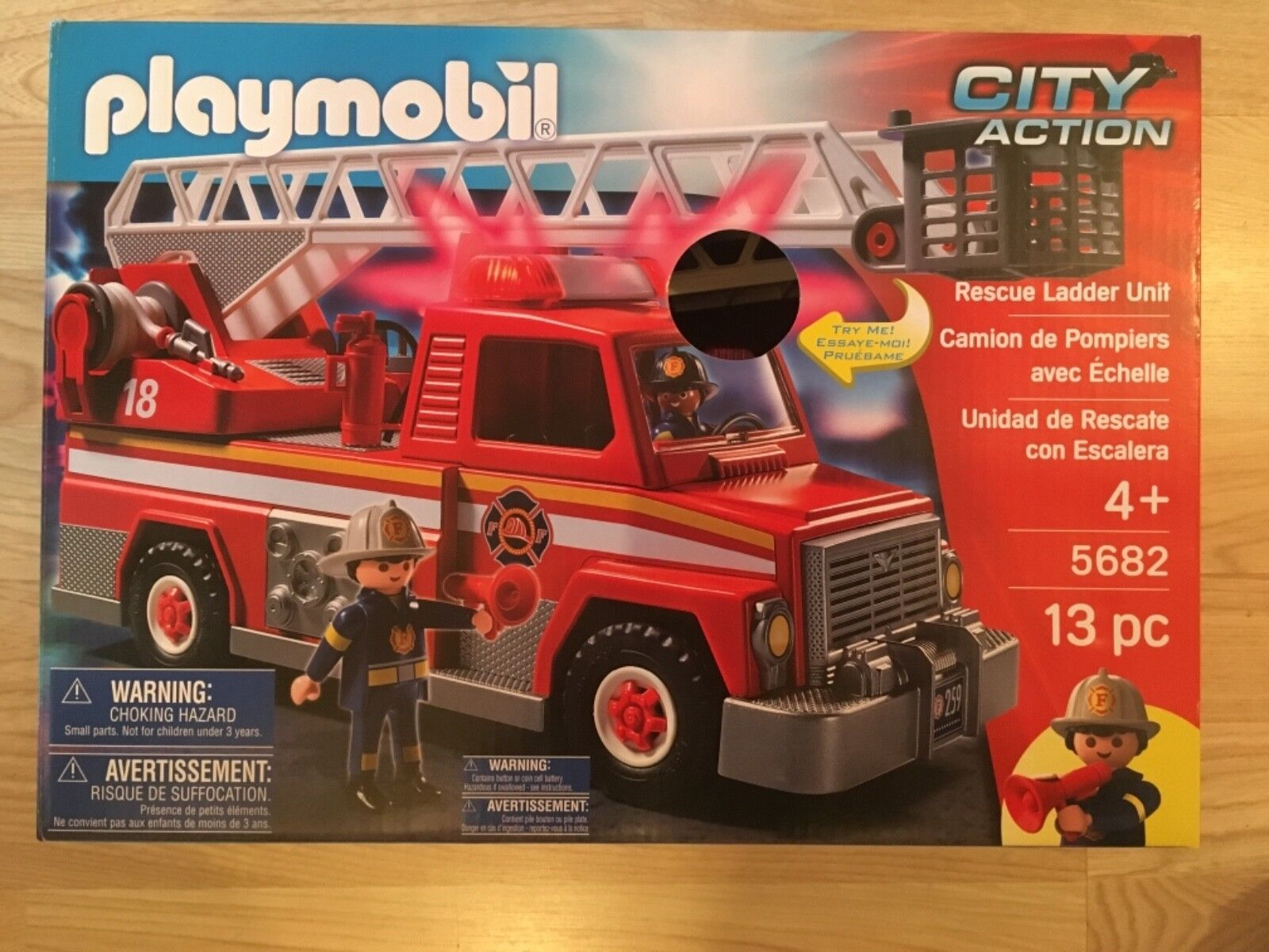Playmobil City Action FIRE ENGINE 5682 Lights & Sounds Rescue Ladder Toy Vehicle