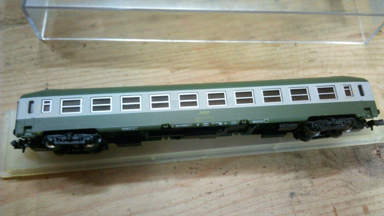 SNCF voiture couchette blancohe et verdee toit surélevé  ARTRAIN  ech N 1 160