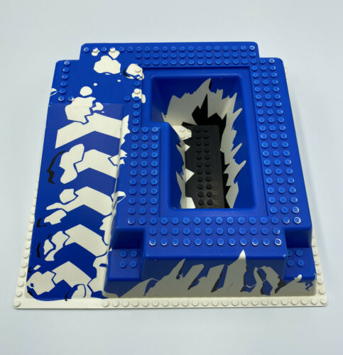LEGO White Raised Baseplate 32x32 Ramp Ice Pattern From Ice Station Odyssey 6983