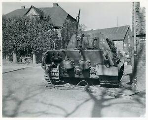 Berichte-mit-mehr-als-300-Fotos-gepanzerten-Fahrzeugen-Panzerabwehrgeraeten