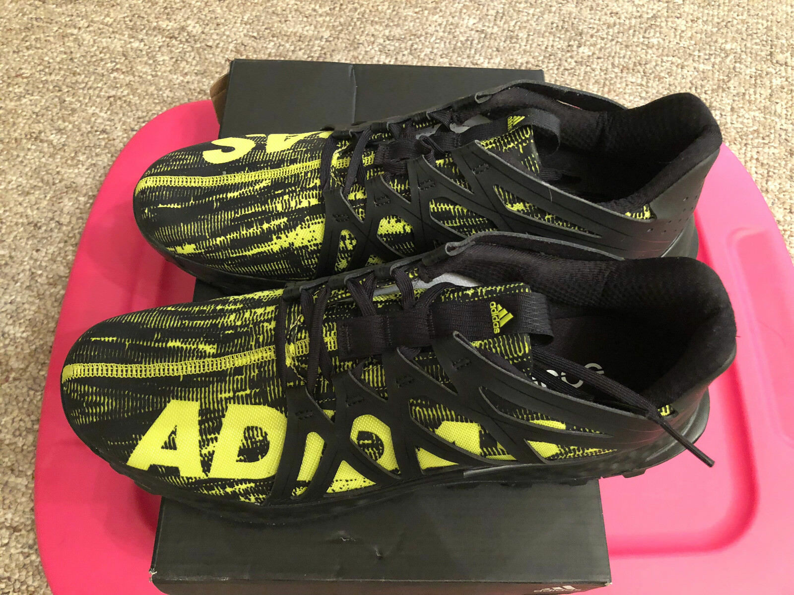 Mens Adidas BRAND NEW IN BOX REALLY HOT BRIGHT YELLOW