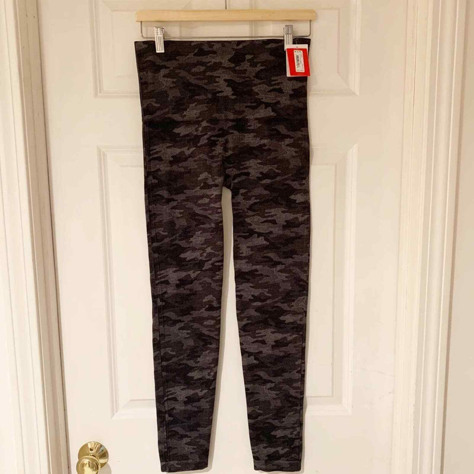 SPANX Black and Gray Camo Look At Me Now Leggings new