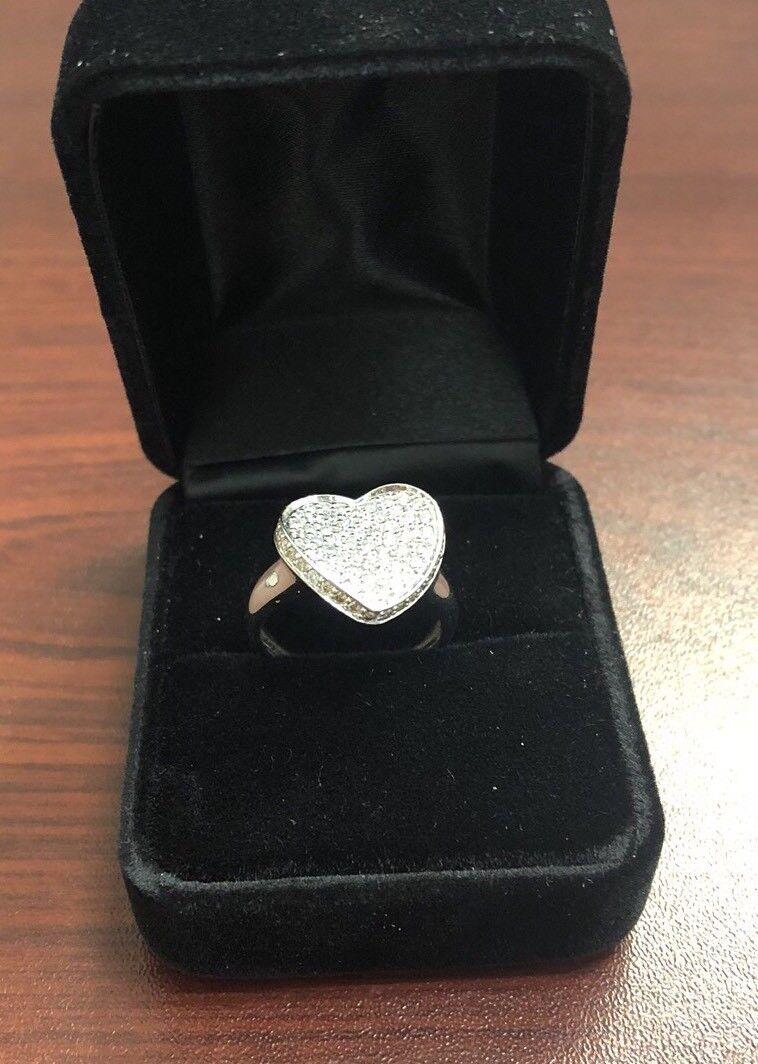 14k White gold heart diamond ring