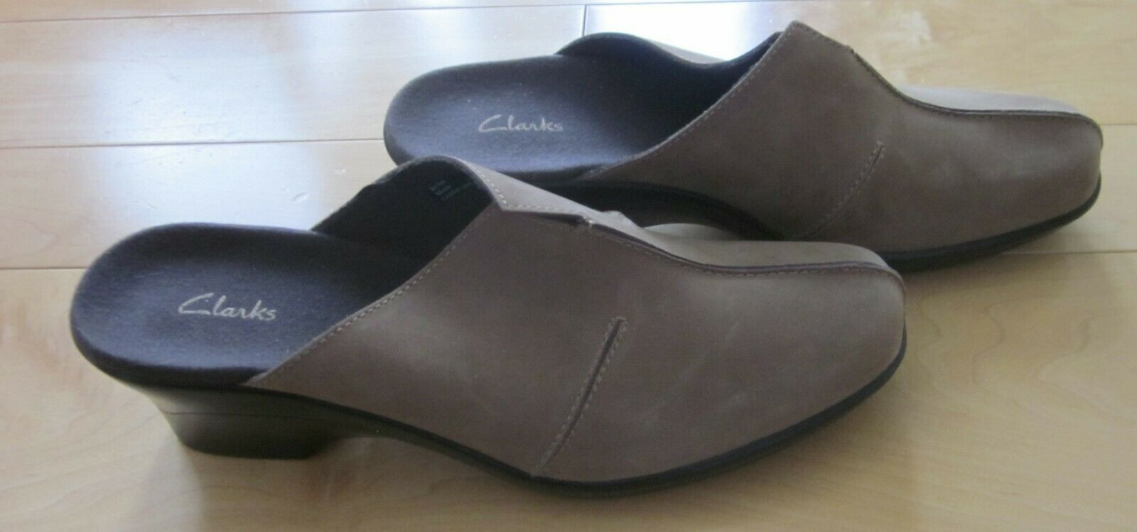 New Clarks Wms Tan Leather Suede Mules   Slides 9