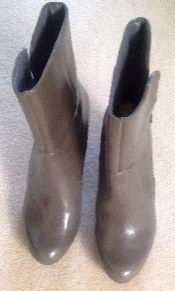 Clarks Grey Leather Women Boots.New size 5.5UK/38.5EU