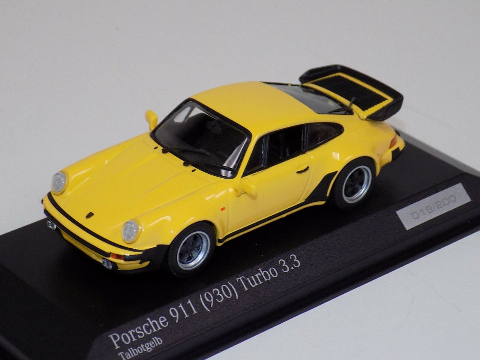 1 43 Minichamps PORSCHE 911 (930) 3.3 3.3 3.3 Turbo. CA04316037 Amarillo 78accc