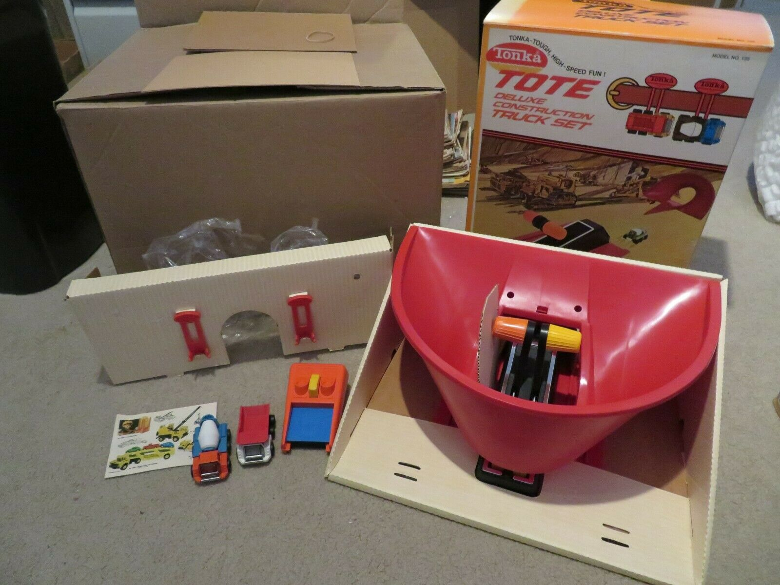 TONKA Tote Deluxe Construction Set  135 COMPLET Comme neuf IN BOX avec 2 Camions