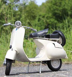 Stand-modelo-moto-piaggio-Vespa-150-vl1t-ano-de-fabricacion-1955-longitud-30cm-49273