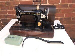 1929-Singer-Black-w-Gold-trim-Portable-Sewing-Machine-w-Bentwood-Case-Works