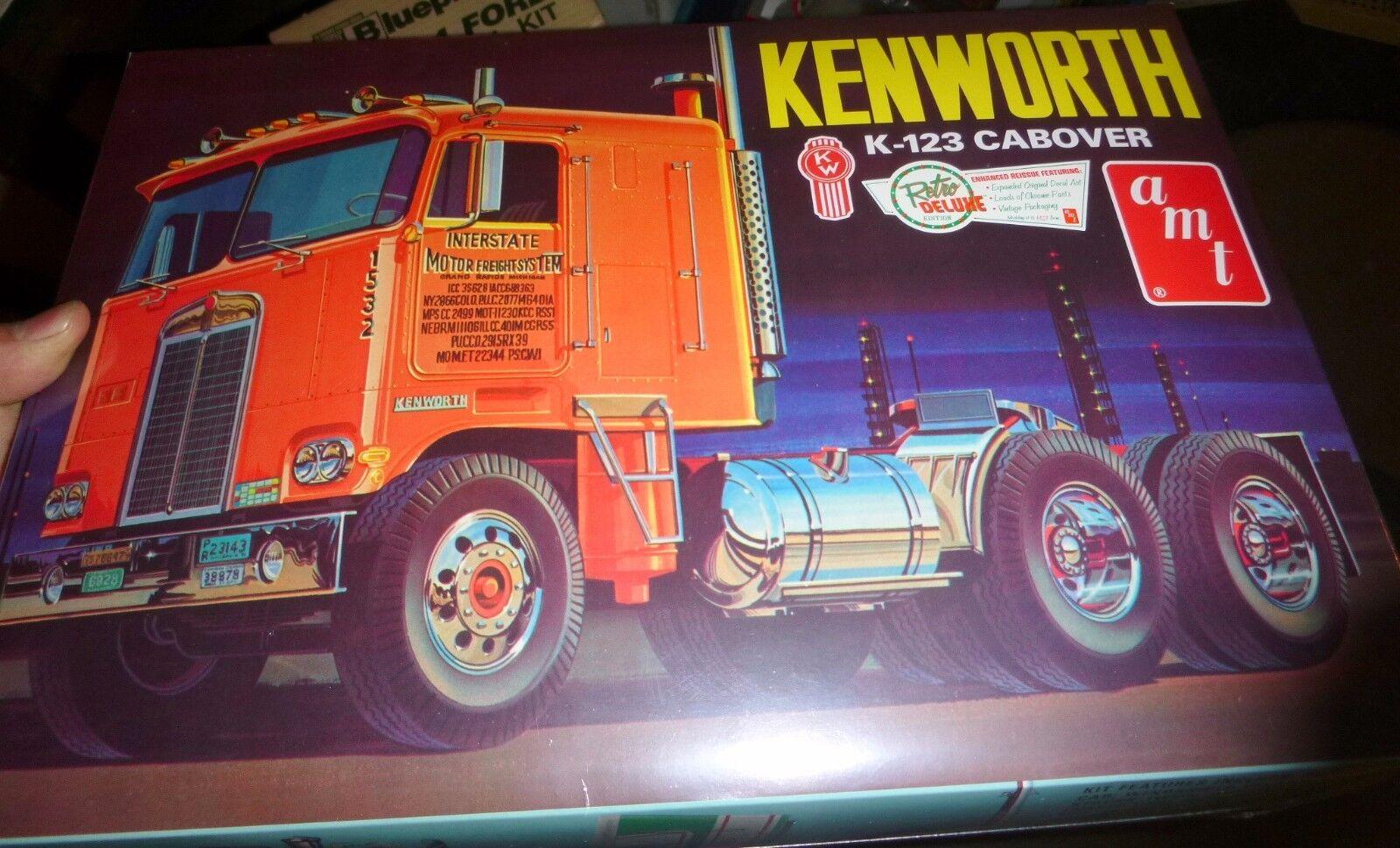 AMT 1062  MACK CRUISELINER CABOVER TRUCK 1//25 Model Car Mountain KIT FS