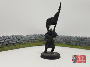 Minas-Tirith-Banner-Bearer-Metal-Lord-of-the-Rings-Warhammer-Middle-Earth