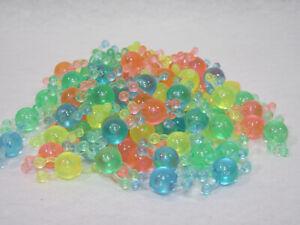 Jouet-vintage-collier-plastique-lot-de-92-perles-multicolores-annees-60-039-s-70-039-s