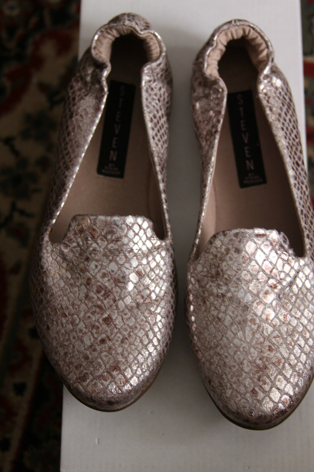steve madden DELVIS SILVER FLATS SIZE 7