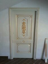 Porte in legno a massello decorate