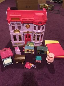 FISHER PRICE LOVING FAMILY DOLLHOUSE MANOR HOUSE 2010 With Accessories