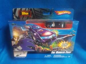 2006-Hot-Wheels-Batman-The-Riddler-Trap-Car-amp-Play-Sey-New-In-Box
