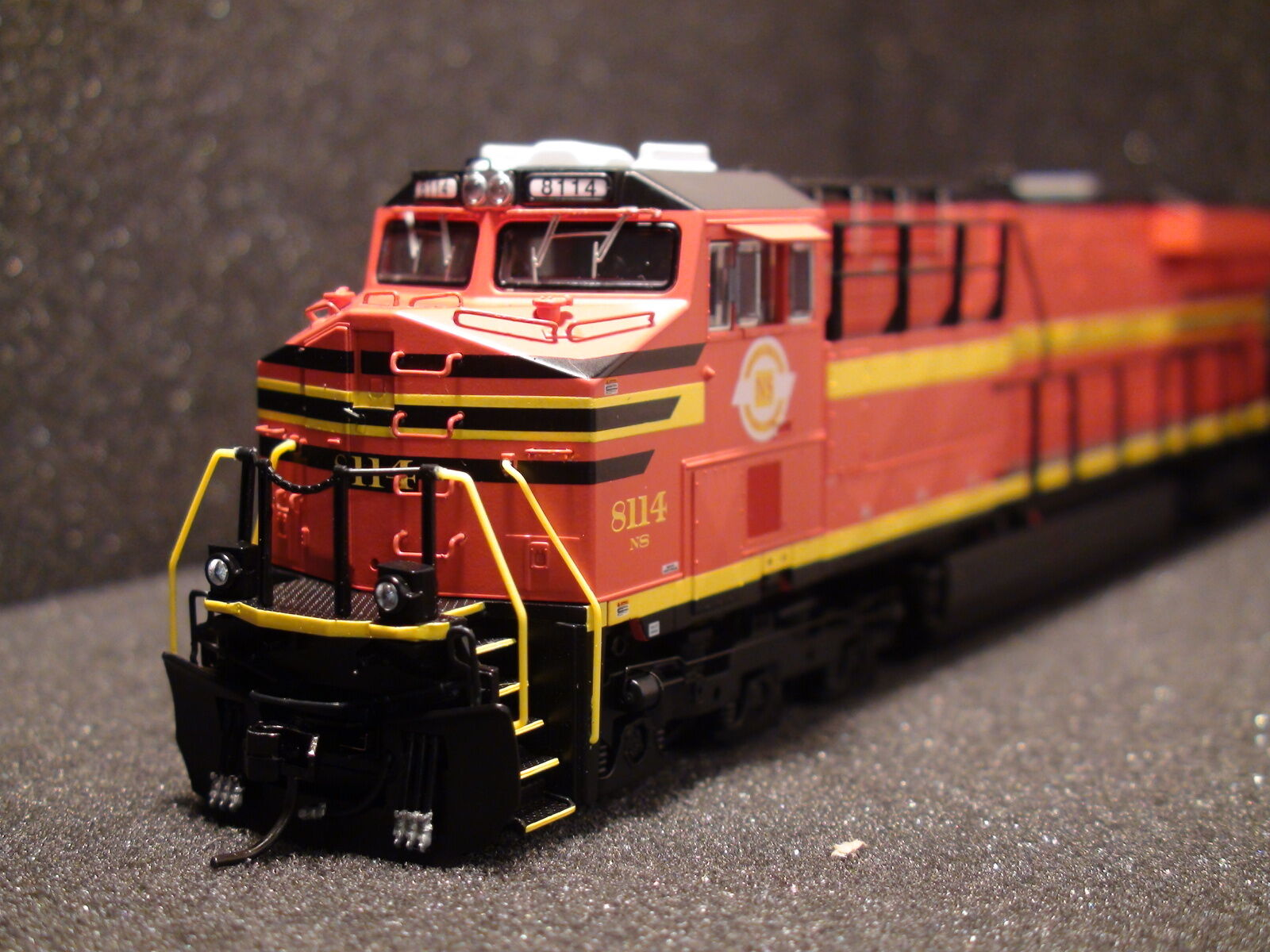 HO BROADWAY LIMITED 2819 GE ES44AC, NS  8114, Norfolk Southern Heritage Paint