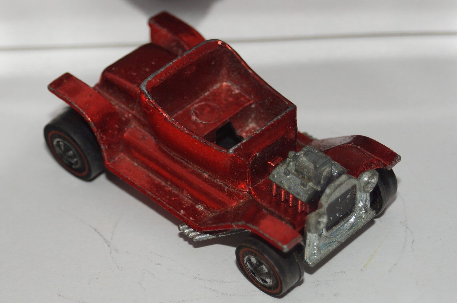 ORIGINAL Hot Wheels - Redline - HOT HEAP - Red color - MISSING SEAT