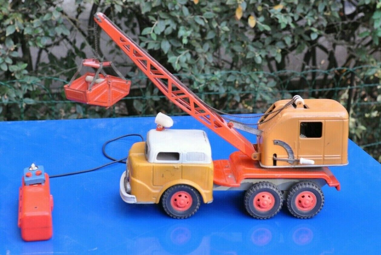 CAMION GRUE GAMA A COMMANDE FILAIRE   ANNÉES 60 MADE IN GERMANY NO DINKY