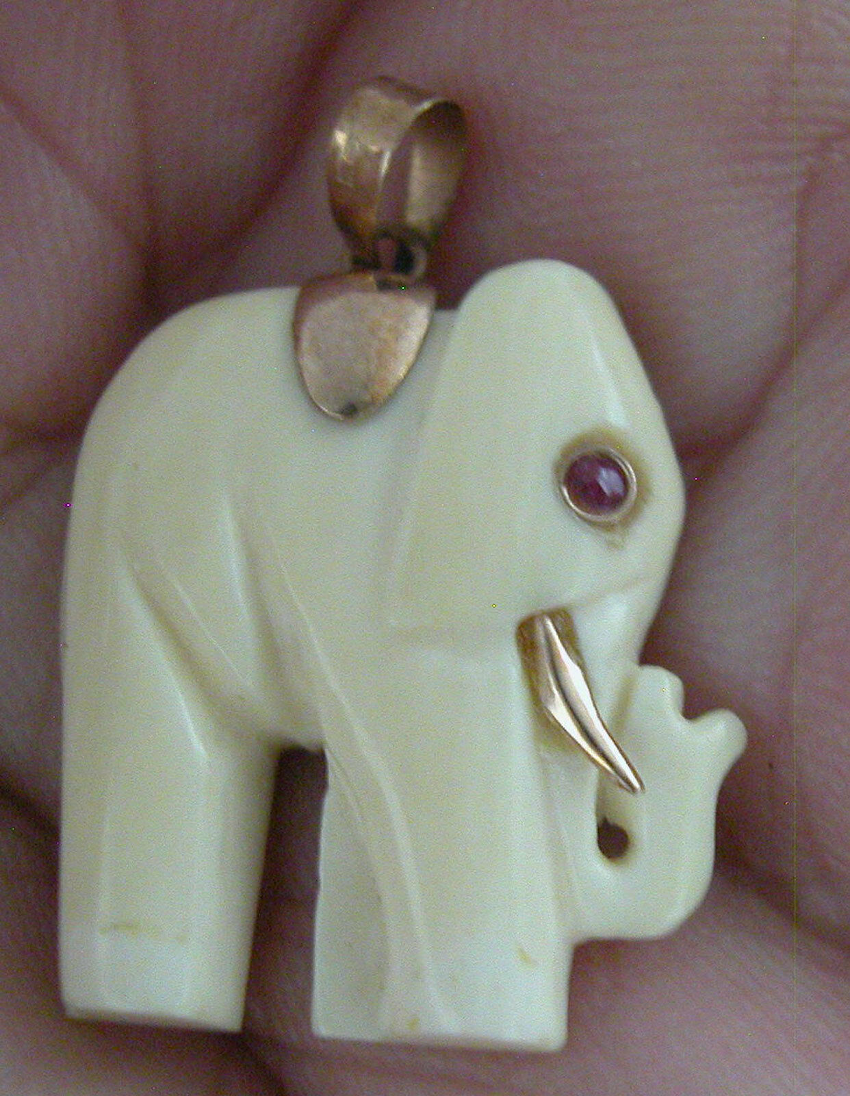 A FINE HAND CARVED PENDANT