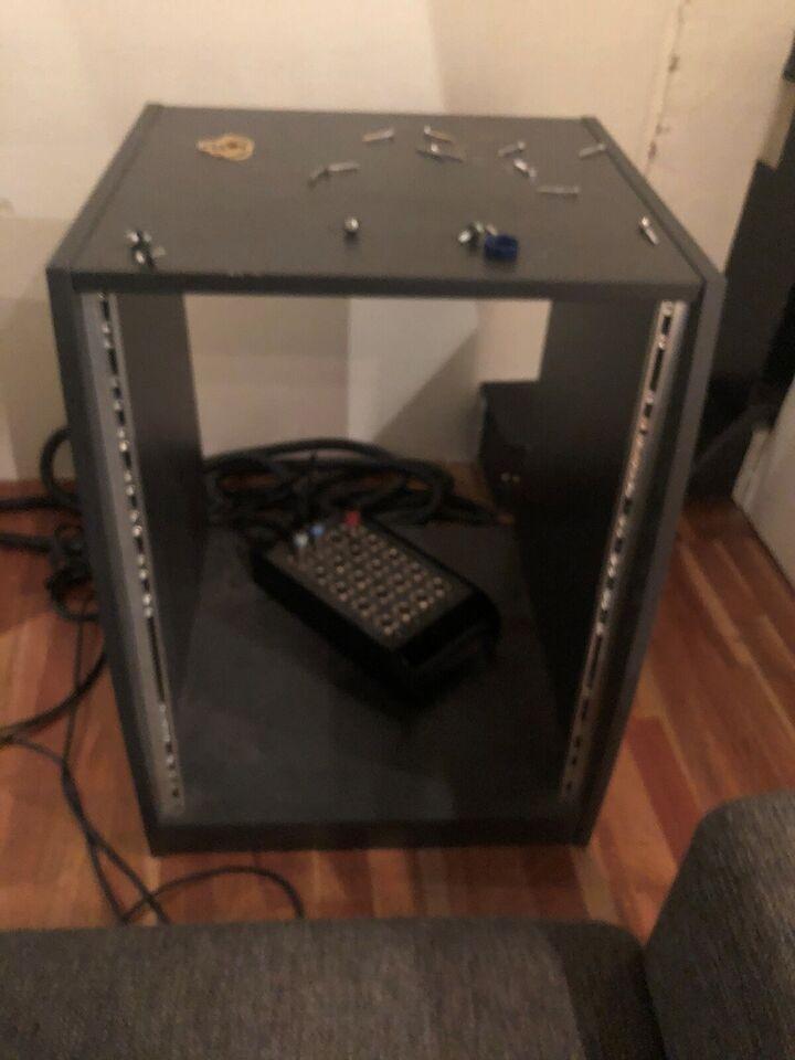 Studio rack, Af træ Let vinklet