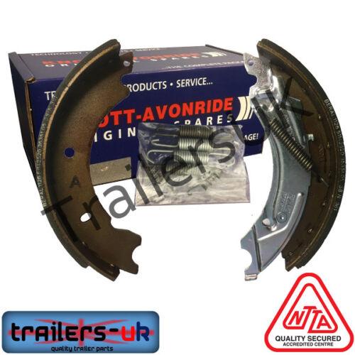 520067.004 1 Axle Genuine Knott-Avonride 250 x 40 Brake Shoe Set