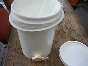 20lt-HONEY-FOOD-GRADE-BUCKET-FOR-BEES-WITH-A-HONEY-GATE-amp-STRAINER-AND-LID