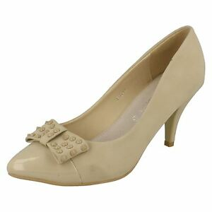 F9644 Ladies Cream Stiletto Heel Court Shoe with Studded Bow and Patent Toe