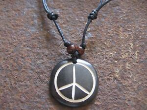 Peace-Halskette-Anhaenger-Hippie-Surfer-Style-Schmuck-Holz-schwarz-neu-Kette