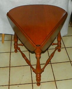 Maple Ethan Allen Cloverleaf Triangle Dropleaf Side Table End