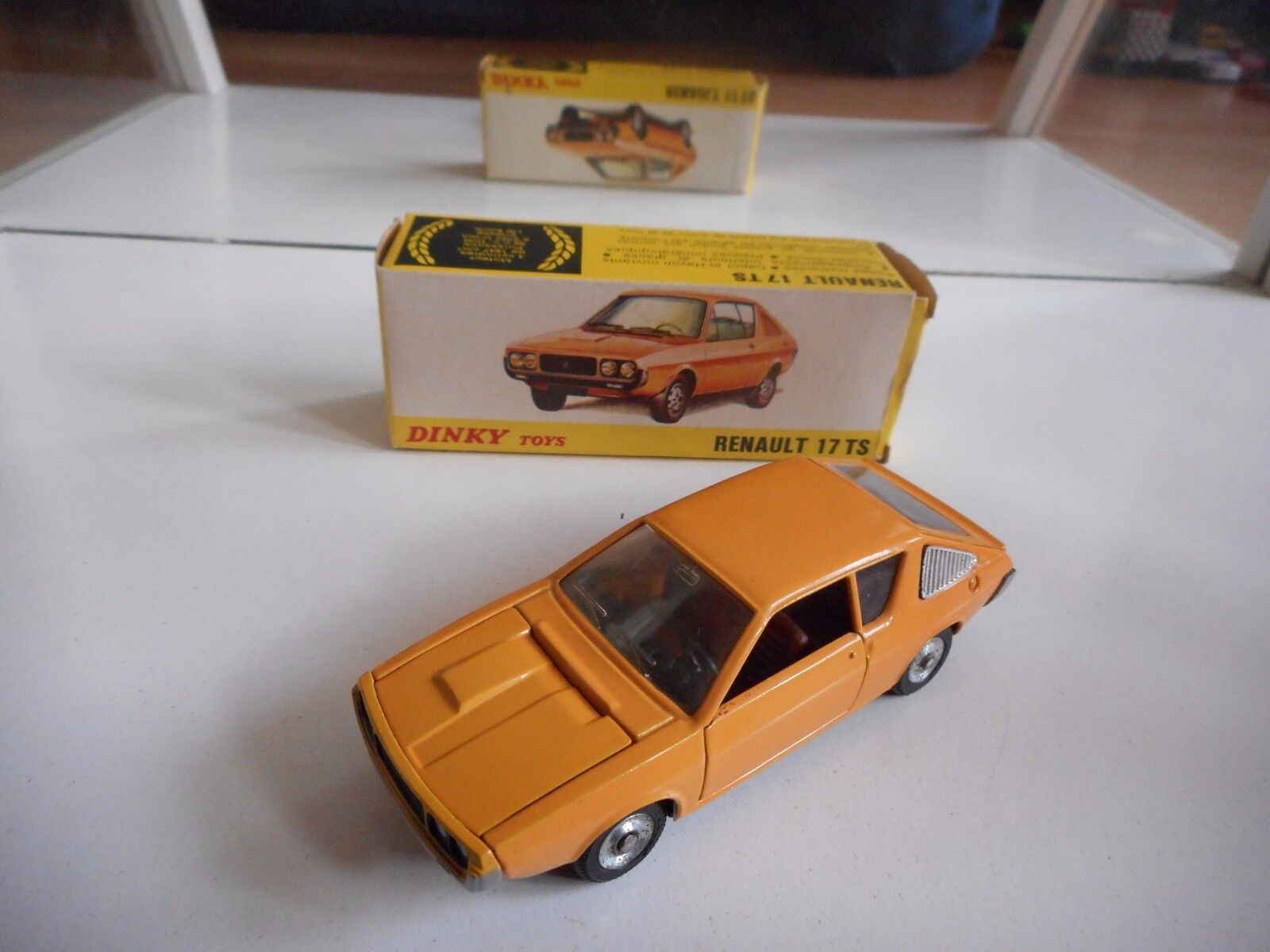 Dinky Toys Renault 17 TS in arancia on 1:43 in Box  Made in Spain