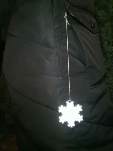 Pedestrian reflector snowflake