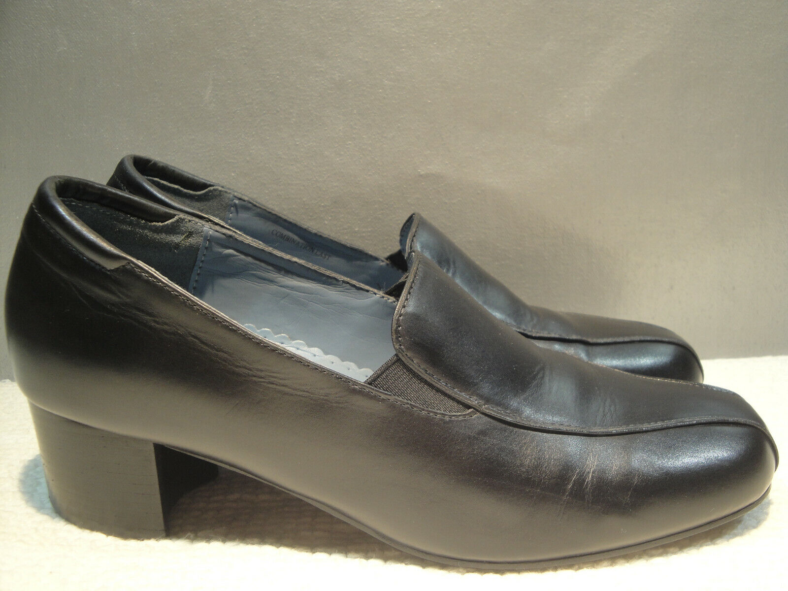 WOMENS 8 B ARAVON BLACK LEATHER COMFORT LOAFER HEELS SHOES