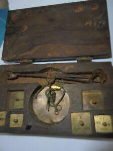 28202-18-Jhd-antike-Goldwaage-Muenzwaage-louisdor-Duc-5-Gewichte-3x7x12cm