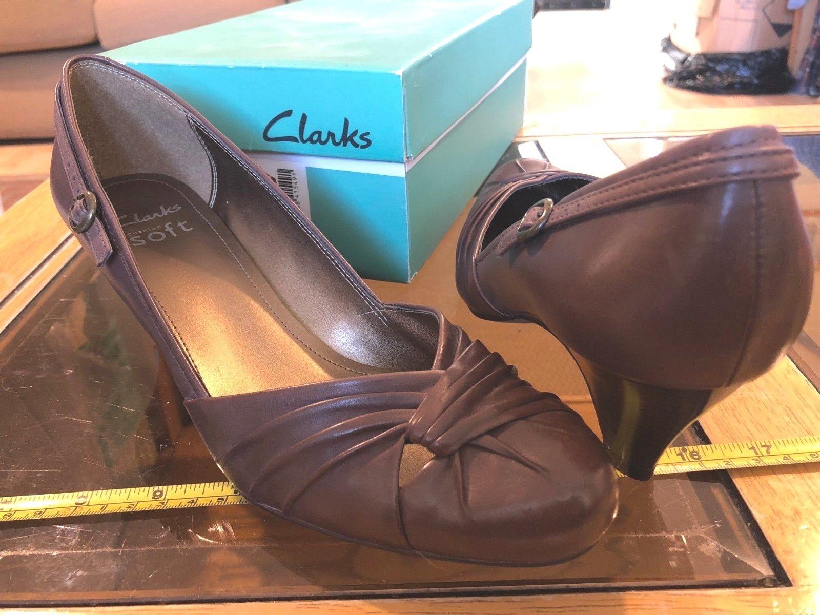 Clarks Clarks Clarks Marronei Scarpe col tacco donna Nuovo in Scatola Cusion SOFT Design Elegante   il prezzo delle concessioni  4a831e
