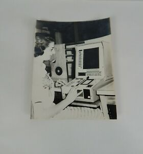 1959-Photograph-Capital-Airlines-Operator-on-Univac-Machine