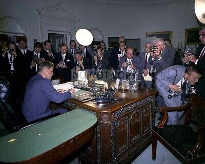 BB-529 JOHN F KENNEDY SIGNS ORDER IMPLEMENTING CUBA BLOCKADE 1962  8X10 PHOTO