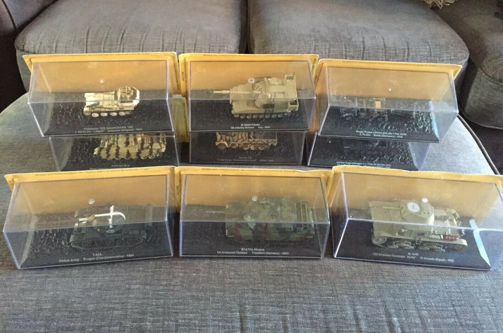 9 Collectors militaire chars et véhicules New BOXED